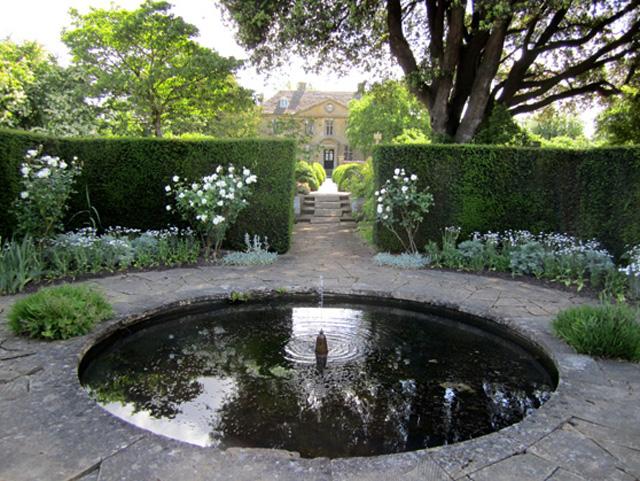 Tintinhull gardens a garden of rooms garden design Simply garden design